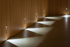 Boiserie-plafond_salle_auditorium_011